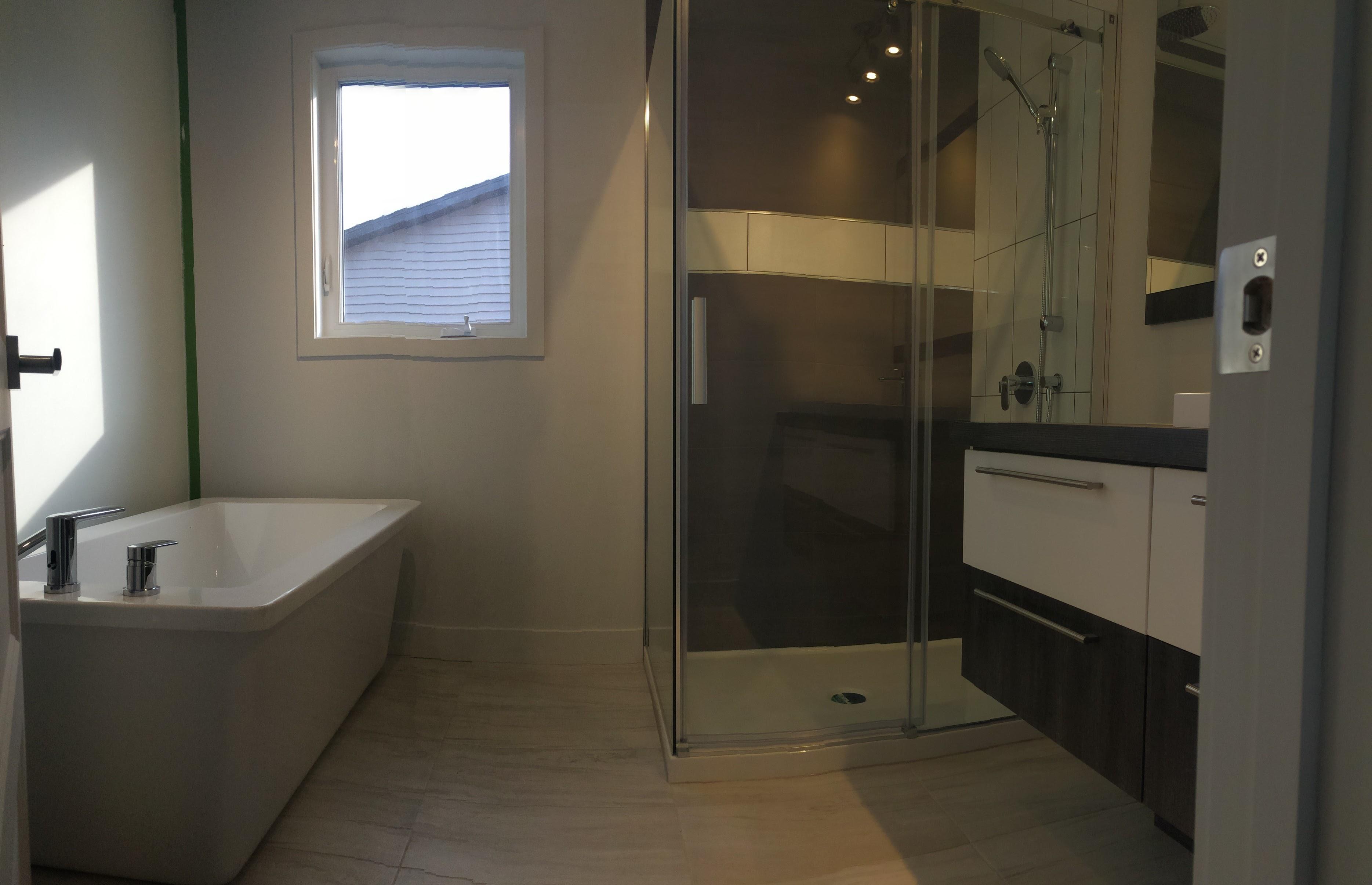best salle de bain zen bois photos amazing house design. Black Bedroom Furniture Sets. Home Design Ideas