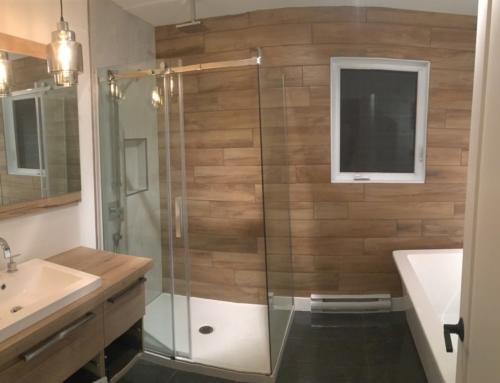Salle bain zen (bois et blanc)